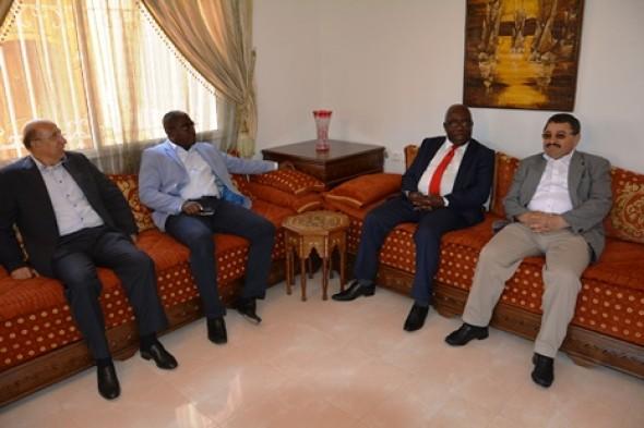 Le ministre d 39 etat mathieu mboumba nziengui rencontre le for Chambre de commerce haute yamaska